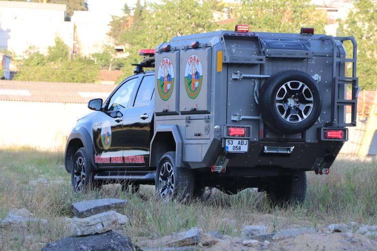 Búsqueda y Rescate Sobre Orugas 190 - Toyota Hilux